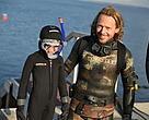 WWF's hav- og naturformidler Peter Skødt Knudsen - i selskab med en lille dreng - under et tidligere Opdag Havet-event i Århus.