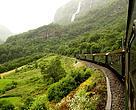Et kig ud på de sommergrønne fjelde i Norge.